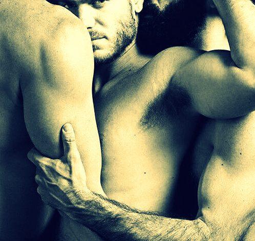 gay-threesome-2-499x640.jpg